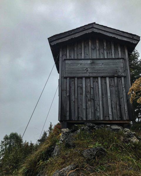 Diese kleinen Hütten versprühen auch bei Schlechtwetter ihren Charme. Es gibt unzählige davon ...