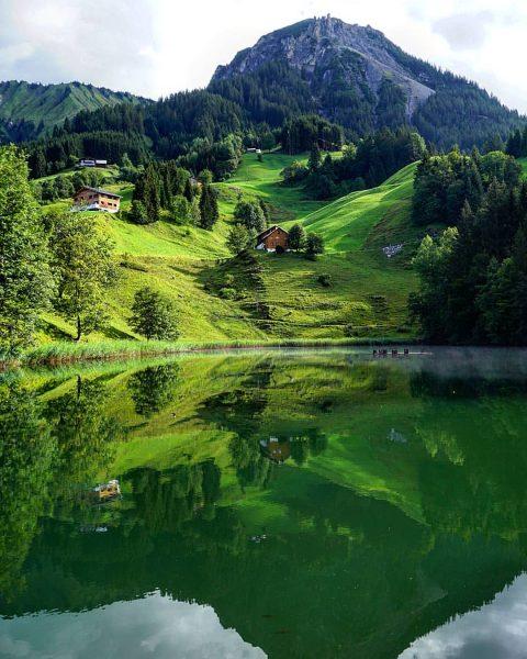 📍Seewaldsee . . . #seewaldsee #fontanella #walsertal #damuels #vorarlberg #austria #austrianalps #wanderlust