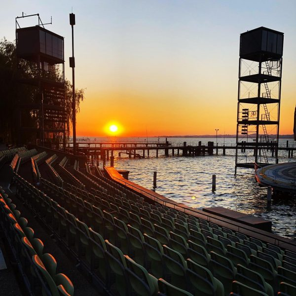 🌅 #sunset #bodensee #seebühnebregenz #vorarlberg #vacationmode Festspielhaus Seebühne Bregenz