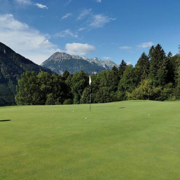 Golfrunde im Golfclub Bludenz Braz #golf #golfclubbludenzbraz #titleist #vorarlberg #schönertagmitfreunden #golfspielen #klostertal #genuss ...
