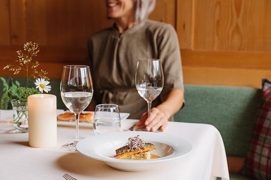 Was gibt es Schöneres als feines Essen in guter Gesellschaft? #auroralech #bergefürdieseele #dinner ...