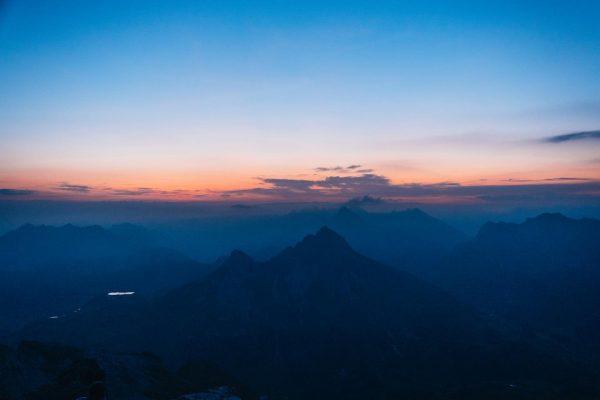 Early birds. Sonnenaufgangstour auf die Mohnenfluh. Was für ein Ausblick und Erlebniss! ⛰ ...