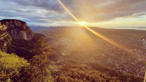 Dramatische Stimmung gestern beim Blick Richtung Hohenems und Breitenberg vom Karren aus. 😊 #emspiriert #natur #sunset #bodenseevorarlbergtourismus...