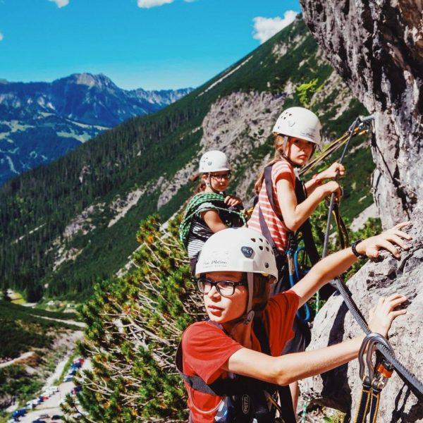 Ist bei euch Klettern auch stets hoch im Kurs? Schon die Kleinsten klettern ...