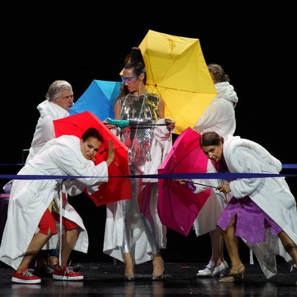 Heute um 20.00 Uhr ist es soweit: Die komische Oper IMPRESARIO DOTCOM feiert ...