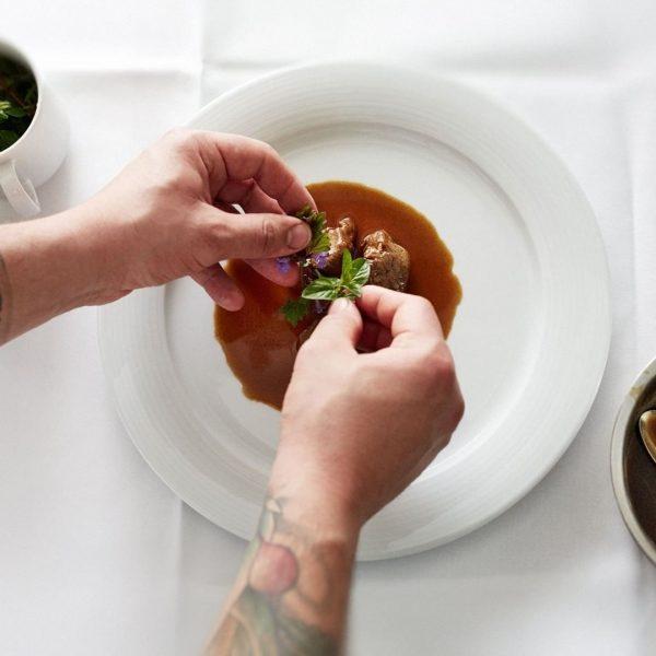 Authentische Vorarlberger Küche mit 2 Gault Millau-Hauben: Das Küchenteam im Hotel Gasthof Krone ...