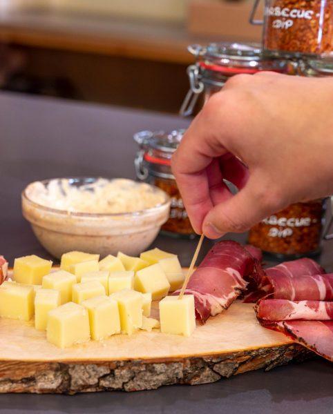 Milder Honig-Balsam, zartschmelzende Nougat-Praline oder lieber exotisches Curry? Begegnungen der besonderen Art in kleinen Manufakturen und Betrieben....