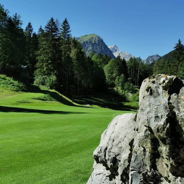 Erfrischend anders. Golf erlebnis auf 1000 Metern. Cool 😎 down. In einer herrlichen ...