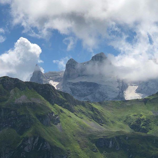 Blick zu den 3 Türmen - view to the drei Türme (2830m) #bergemitwow #golmerhöhenweg #mountainhiking #wonderfulday #mountainviews...