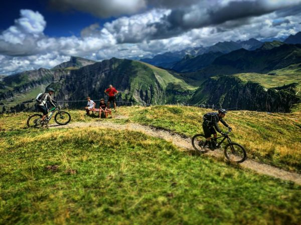 On Trail! Our Mission is your Ride... . #mehrwertmitguide . ⬆️⬆️ Wochenprogramm oben ...