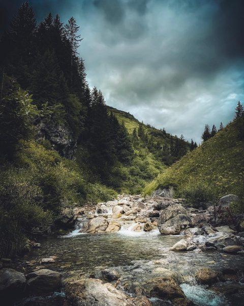 Icecold river #allgäu #bergwelt #wiesen #wälder #forest #instaphoto #photography #urlaub #bauernhof #berge #voralberg ...