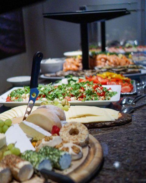 Essen verbindet 💙 Markieren deinen Lieblingsmenschen, mit dem du am Sonntag zum Brunchen gehen willst! Ürbigens: Sonntag...
