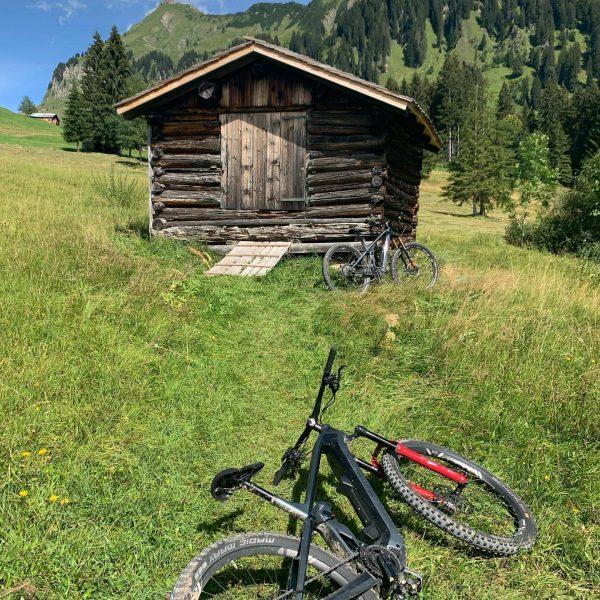 Geführte E-MTB Test-Ride Tour Rund um die Mittagsfluh #alpenhotelpost #simplonbikes #schönenbach #emtb #mtb ...