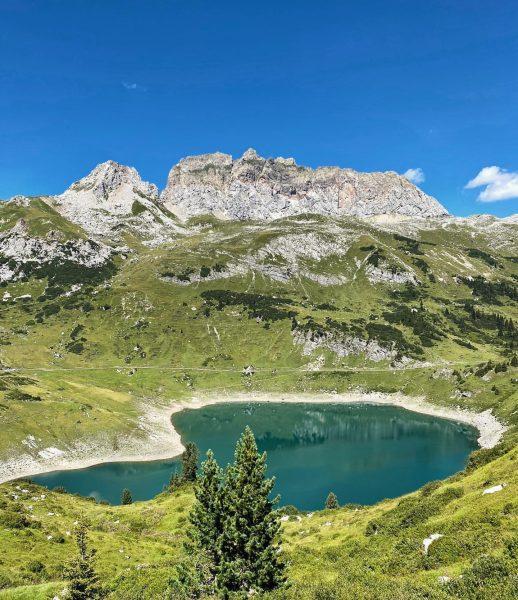 #Formarinsee mit Blick auf #RoteWand 👌🏼🏔👀 #lech #bergsee #lechquellengebirge #panorama #visitvorarlberg #vorarlberg #vorarlbergwandern ...