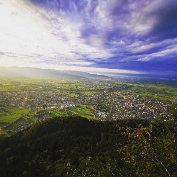 Hohenems vom Klettersteig Kapf aus gestern Abend! 😮 #hohenems #berge #emspiriert #bodenseevorarlbergtourismus #natur ...
