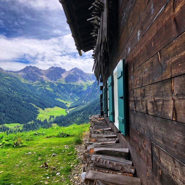 Could be worse 😃🥾🏔 #kleinwalsertal #allgäu #allgäueralpen #hiking #mittelberg #mountains #vacation #pictureoftheday #sonnaalp ...