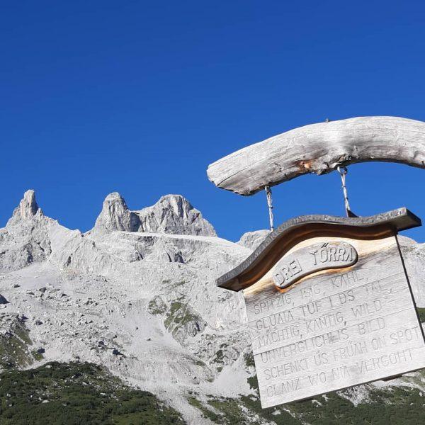 Bei Traumwetter von der Lindauer Hütte über den Öfapass hinunter zum Schweitzer Tor ...