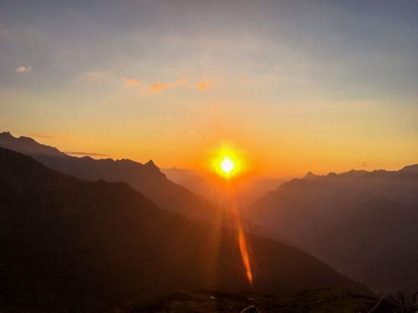 Der atemberaubende Sonnenuntergang von der Kaltenberghütte! Habt schöne Träume 🥾🌻🏔 🌜 #Mondscheinamarlberg #Mondschein ...
