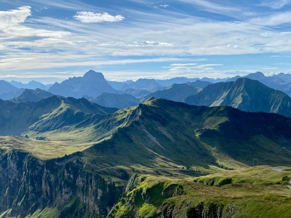 feels a bit like fall in the mountains - before the big rain... 🏔🙏☀️ #schoppernau #au #diedamskopf...