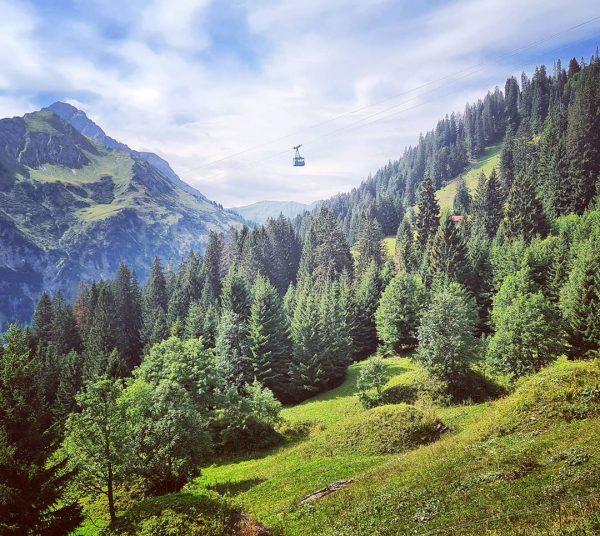 Voor de regen nog een mooie wandeling. Höhenweg van Zafernalift naar Bühlalpe en ...