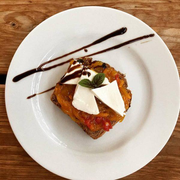 Zucchinirelish in Zusammenarbeit mit @heldernhof hergestellt. . passt übrigens super zum Frischkäse, aber auch im Burger oder...