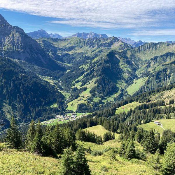 Weil man von solchen Ausblicken nie genug bekommen kann ☀️⛰🥾🥰 #kleinwalsertal #walmendingerhorn #bergliebe ...