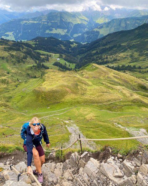 Vandaag beklommen we de 2095 meter hoge Mittagsspitze in Damüls. Vooral de laatste 300 hoogtemeters zijn steil...