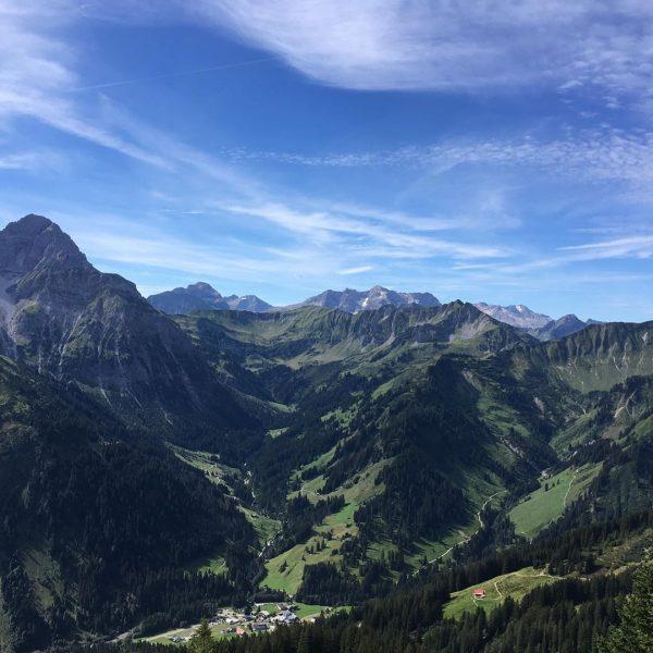 Urlaub fertig! Ab Montag wieder Office👍 #kleinwalsertal #walmendingerhorn #walmendingerhornbahn #mittelberg #urlaubzuhause #vorarlberg Walmendinger ...