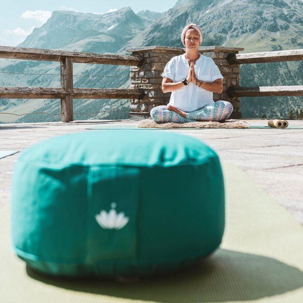 """Yoga 🧘♂️ 🧘♀️ wird einerseits als """"Einswerden mit dem Bewusstsein"""" verstanden, andererseits dient die mittlerweile auch in..."""