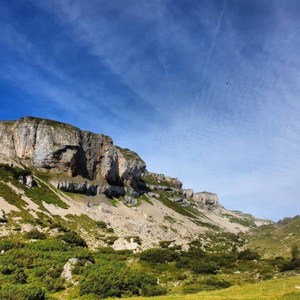 Awesome hiking tour: 🌞🏔🤗 Auenhütte-Ifenhütte-Gipfel Hoher Ifen-Alpe Ifengunten-Schwarzwasserhütte-Alpe Melköde-Auenhütte. Abwechslungsreich und einzigartige Impressionen. ...