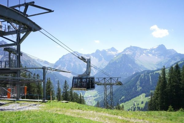 Die Bergstation der Panoramabahn ist Ausgangspunkt vieler Wanderungen. Mit ihr kommst du schnell ...