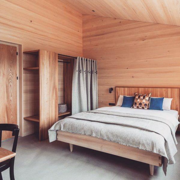 """Das """"Fuchsnest"""" Doppelzimmer - unsere kleinste Zimmerkategorie im """"Family&Friends"""" Haus. Perfekt unperfekt wie die Natur. Ökologische, wohngesunde..."""