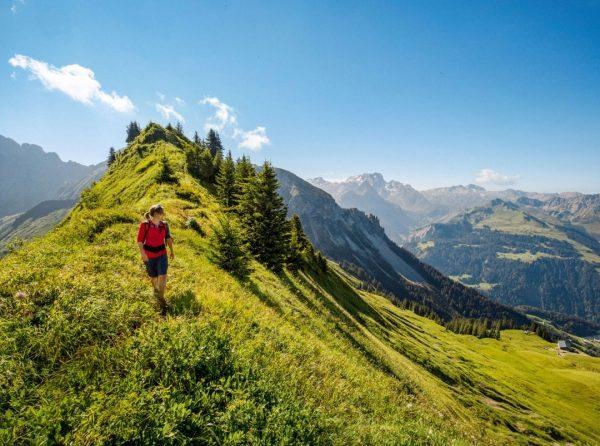Schöner Rücken: Auf dem Weg zum Zafernhorn genießt man den Blick auf das Große Walsertal. ❤️ Was...