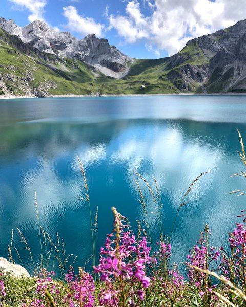 Der Lünersee in Vorarlberg. 💧 Was für ein schöner Fleck Erde 🌍 und verborgene Schönheit! Nicht umsonst...