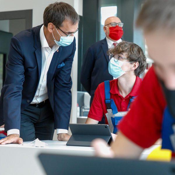 Heute bei der Eröffnung der neuen Lehrwerkstätte der @unsereoebb in #Bludenz. Hier entstehen ...