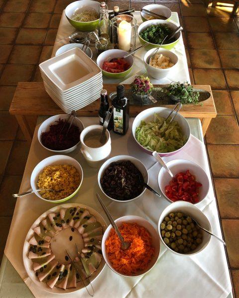 Guten Appetit, wir starten mit unserem Salatbuffet #sibratsgfäll #bregenzerwald #katharinahof_sibra #visitaustria #visitbregenzerwald #visitbregenzerwald ...