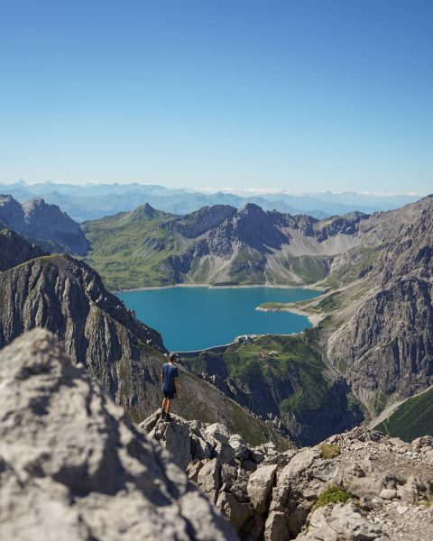 #wanderlust #bergliebe #bergwelten #neverstopexploring #feelfree #photography #filmtapete #vorarlberg #lünersee #rätikon #gipfelstürmer #kraxeln #bergtour #hike #mountains #mood #moodygrams...