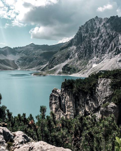 Mit wem würdest Du gerne diese Aussicht genießen? ✨⛰ #bergemitwow ⠀⠀⠀⠀⠀⠀⠀⠀⠀ __________⠀⠀⠀⠀⠀⠀⠀⠀⠀ #lünersee #brandnertal #meinmontafon #visitaustria #visitvorarlberg...