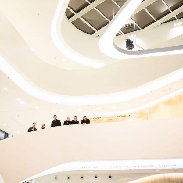 Schlicht, elegant und dennoch extravagant – allein die Architektur unseres Hauses lässt staunen! Gleiches gilt auch für...
