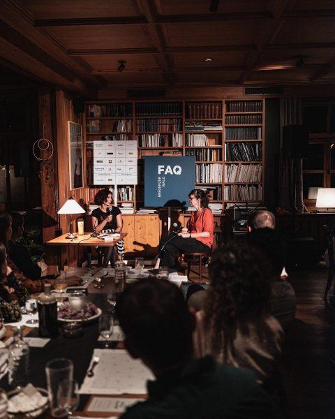 """FAQ Tag 1: """"Was bring der Abend?"""" Eine klassische FAQ - Kombination aus Lesung, Konzert + Kulinarik...."""
