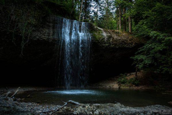 Ein Sprung ins kalte Wasser bewirkt manchmal Wunder. . . . #rickenbachwasserfall #wirtatobel ...