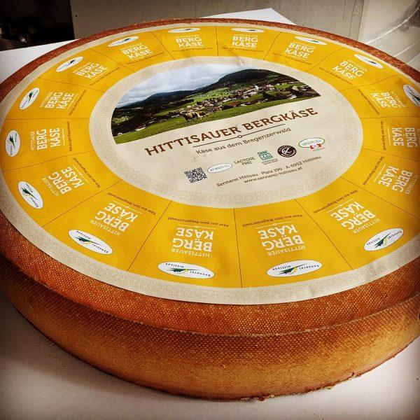"""Unser """"Hittisauer Bergkäse"""" 🧀 ... hergestellt mit hochwertiger #bergbauernheumilch ⛰🌾🐄🥛 ➡️ das schmeckt man, aber koste einfach..."""