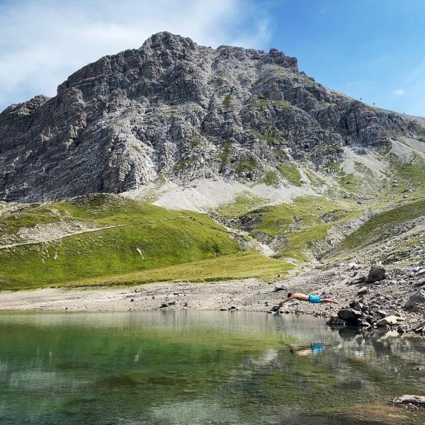 quite fresh but feeling so good #sprunginskühlenass #lech #arlberg #austria #visitvorarlberg #butzensee #bergsee #nature #natureparadise #holiday #hiking...