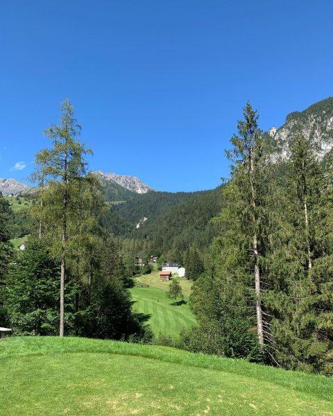 Sonniger Samstag und ein wunderschöner Platz was will man mehr? #golf #alpingolf #brandnertal ...