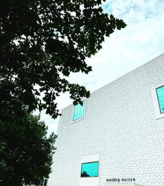 PET bottle bottom [Werbung|Ad unbeauftragt] . Die Fassade des Vorarlberg Museum wurde mit ...