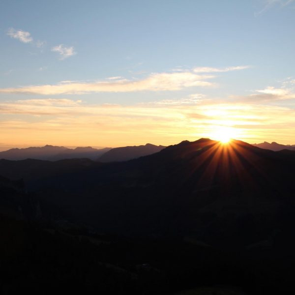Brand new day! #hohekugel #sonnenaufgang #derfrühevogelkannmichmal #earlybird #lovenature #meinvorarlberg #alpenvereinvorarlberg #nofilter #venividivorarlberg Hohe ...