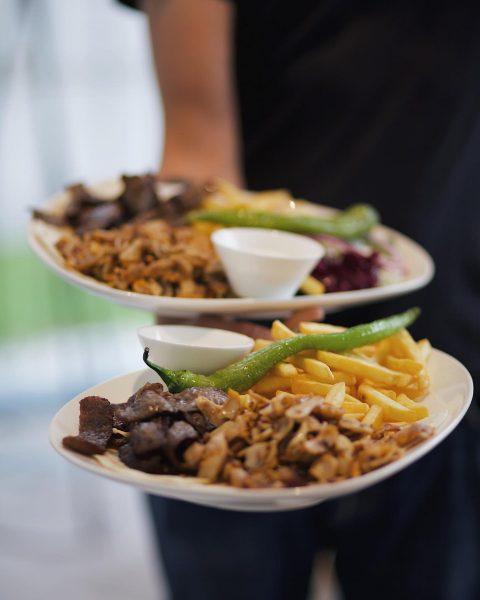 Für den großen Hunger - Döner mal anders! #golfaustria #golfrestaurant #golfinaustria #golfclublech #holzsieben ...