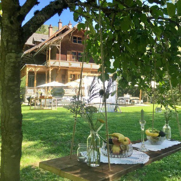It's all about the details 🤍 #gardenparty #weddingvibes #latesummerdays #villamaund #visitbregenzerwald #visitvorarlberg Villa Maund