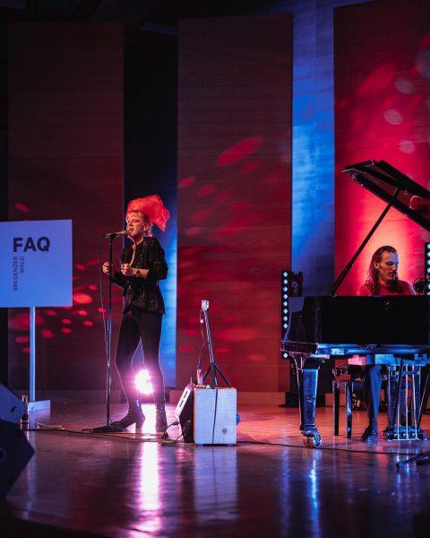 FAQ Tag 5: Gänsehaut pur im Angelika Kauffmannn Saal - mit Ankathie Koi. ✨ Foto: Ian Ehm...