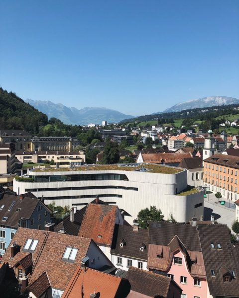 Der Blick in Richtung Tisis und im Hintergrund die Schweizer Berge. Grüezi an unsere Nachbarn!🇨🇭 _ _...
